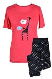 MUZZY nightwear, piżama, Piżama z krótkim rękawem w kolorze malinowym z uroczą żyrafą . Spodnie ¾, czarne  legginsy w białe groszki, więcej na www.muzzy.pl/sklep