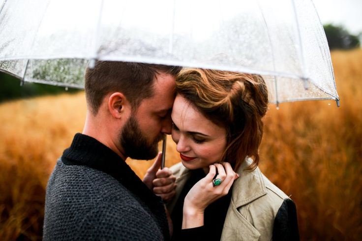 Rachel Photographs | www.rachelphotographs.com | rainy engagement pictures…