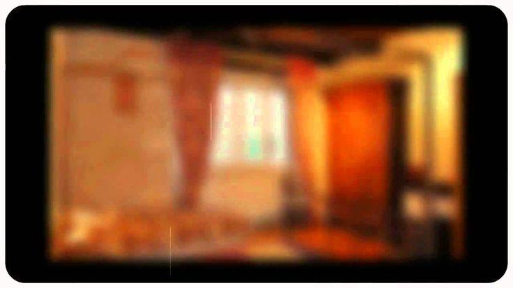 Cette grande maison en pierre est idéalement située au coeur du village de Montcuq. Avec quatre chambres réparties sur 3 niveaux, petit appartement et le jardin de cette maison serait une maison de vacances ou chambre d'hôtes.  La maison bénéficie de Chauffage central (Fioul), avec des radiateurs partout, fenêtres PVC double vitrage et a beaucoup de charmes originales telles que des planchers en bois, murs en pierres apparentes.   rez de chaussée Quelques marches jusqu'à couloir (accès à la…