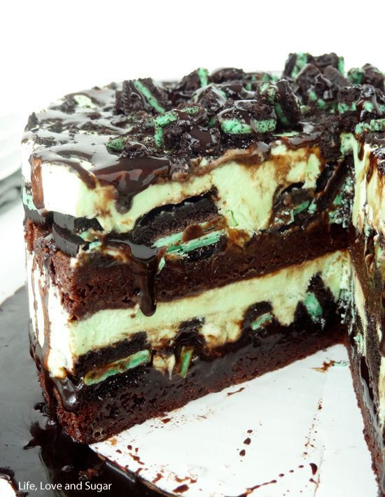 Mint Oreo Brownie Ice Cream Cake - OH, SNAP!  Remember this for the kids birthdays.