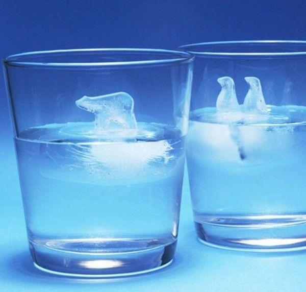 А Вам в стакан Арктику или Антарктиду?) Силиконовые формы которые легко превратят воду в дрейфующие льдины с мишкой-путешественником или парой пингвинчиков. Вот бы нам еще такую с мамонтенком!) Цена за пару: ~ 425 руб.