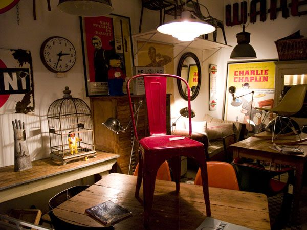 Passage Privé is a curious shop located in Madrid where we can find all kind of 50s, 60s and 70s vintage objects.