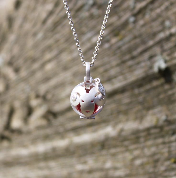 The proud Globe of Aries with the shiny red treasure Indian Togetherness #1people #1peopletogether #danishdesign #jewellery #fashion #zodiac #changetheworld #makeadifference