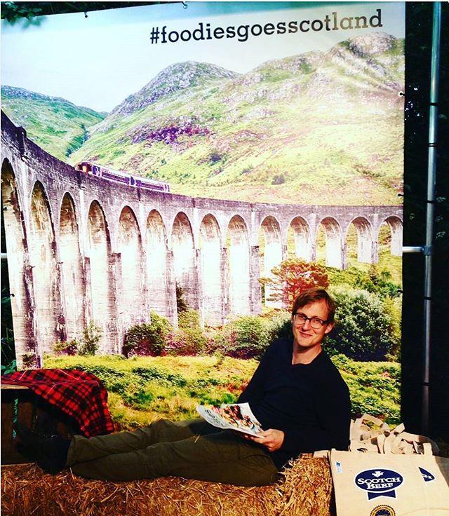 Onze foodies hoofdredacteur Joachim waant zich alvast in Schotland op de  @tasteofamsterdam! Wie zien we op ons Schots paviljoen?  #foodlovers #tasteofamsterdam #foodiesmagazine #scotland #schotland #scotchbeef #food #foodies #foodiesgoesscotland