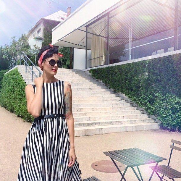 Mrs. Tugendhat is back #vilatugendhat#shooting#misasalacova#blogger#czechgirl#czechblogger#coolbrnoblog#lifestyleblog#brno#tugendhat#placetobe#designhouse#architecture#design#instabrno#instalike#instagram#fashion#retrodress#poshme @poshmecz @vila.tugendhat