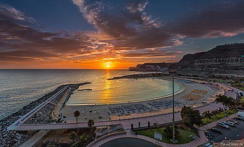 Playa de Amadores (Gran Canaria) http://www.gloriapalaceth.com/