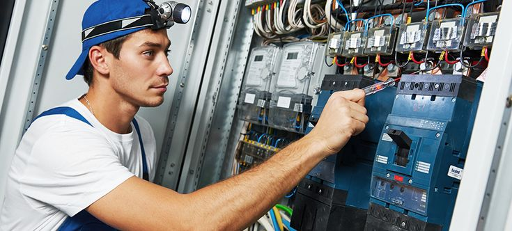 Electrician with electricians insurance from Contractors ...