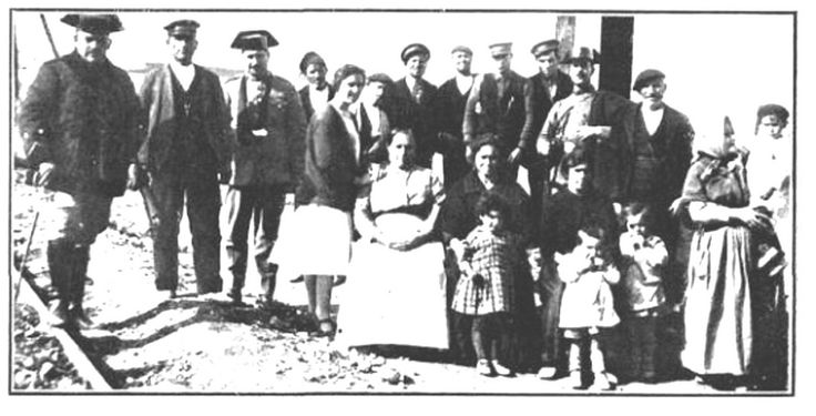 ferrocarril Utrillas Zaragoza Personal de Muniesa y del ferrocarril que ayudaron en el accidente de avión de Ventas. | por M.F.U.