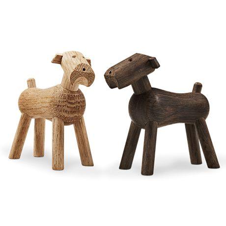 Dansk design af Kay Bojesen. De er fremstillet af røget egetræ og pynter i hjemmet.