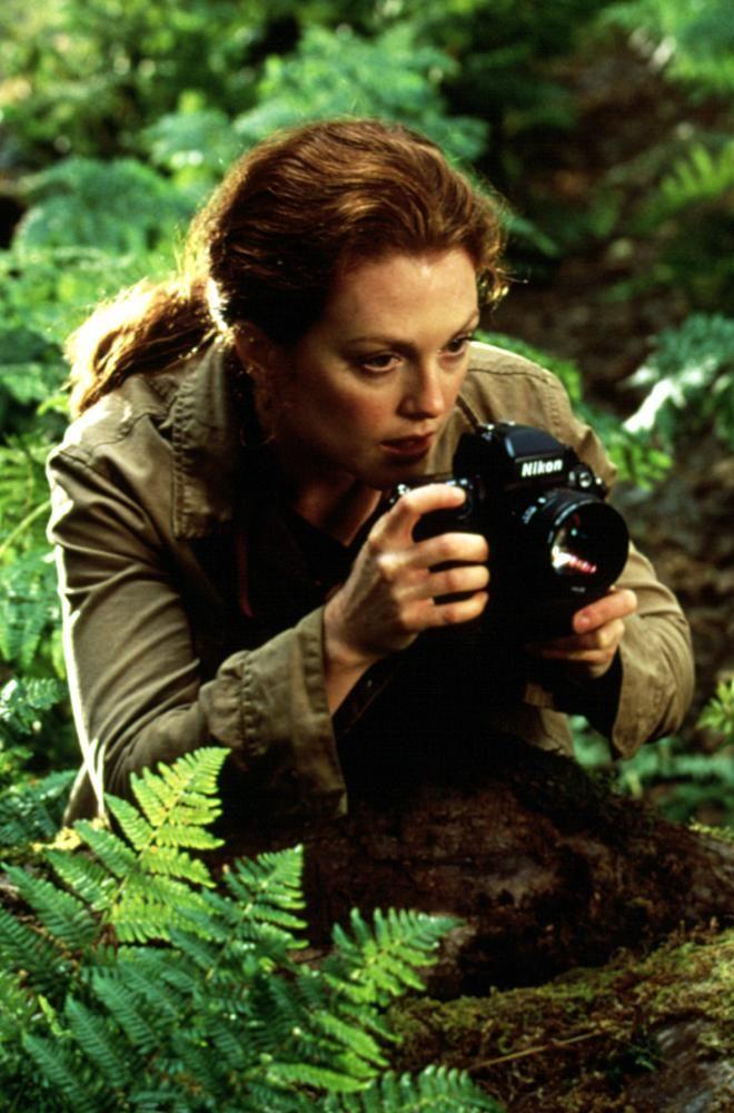 """Julianne Moore in """"The Lost World: Jurassic Park"""" (1997). DIRECTOR: Steven Spielberg. - #jurassicworld"""