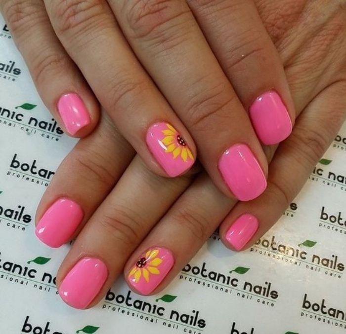 uñas pintadas, rosa, tono llamativo, estilo veraniego, dibujo de flor en el dedo anular
