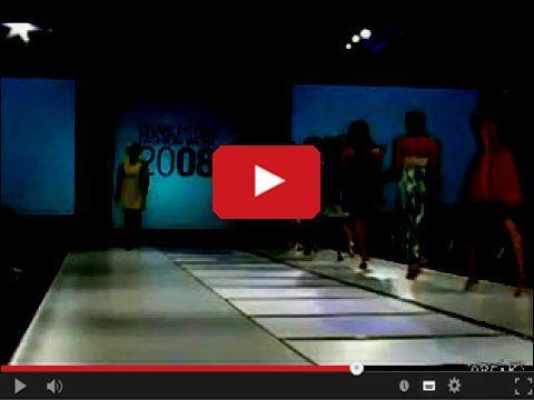 Ale musiała się zdziwić jak podłoga pękła pod jej stopami http://www.smiesznefilmy.net/modelka-znikajaca-podczas-pokazu  #modell #modelka #beauty #miss #top