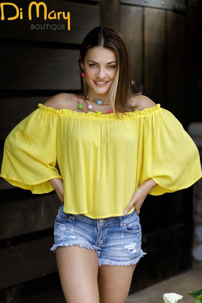 1457614d3 Blusa amarilla campesina y short de jeans