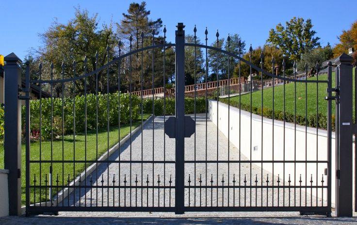 Canecelli e recinzioni Serie Futura, in ferro battuto, zincati e verniciati, nel pieno rispetto della normativa CE
