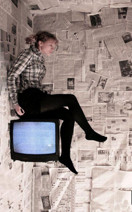 Newspaper house  #visualillusions #opticalIllusion #illusions