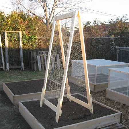 hinged trellis & covers for some bedsGardens Ideas, A Frams Trellis, Trellis Ideas, Gardens Trellis, Vertical Gardens, Vegetables Gardens, Diy A Frams, Gardens Spaces, Vines Plants