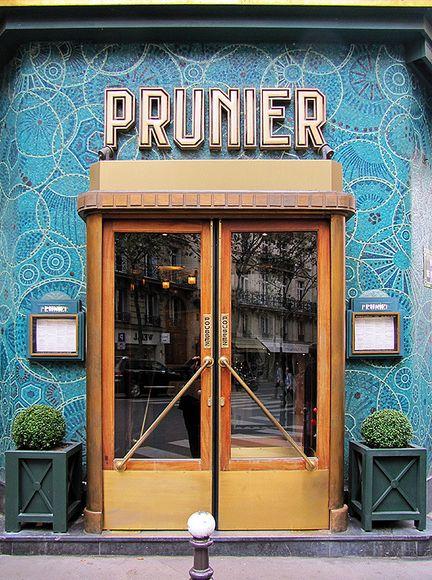 Door to a seafood restaurant, Quartier de Chaillot, Paris, Ile-de-France