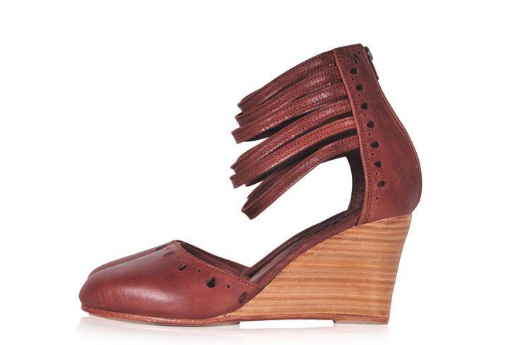 ANATOLIA. Marrone tacchi cuoio / brown cunei / alta tacchi / scarpe donna / pelle Cuneo. Taglie 35-43. Disponibile in pelle di diversi colori di BaliELF su Etsy https://www.etsy.com/it/listing/195772863/anatolia-marrone-tacchi-cuoio-brown