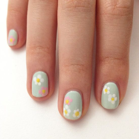 Daisy nail art perfect for Spring! #DIY #nails #easy