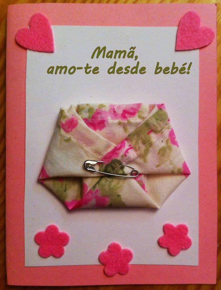 Elaborei este postal para oferecer no Dia da Mãe.   Para a base utilizei cartolina cor-de-rosa e um rectângulo de papel branco. Dobrei te...