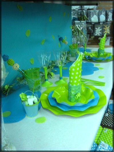 Table de f te bleu turquoise et vert pomme sympa pour un for Decoration table bapteme