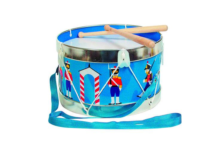 Trommel soldaatjes *** Een leuk blauw trommeltje met soldaatjes op! Je kleine uk zal hiermee de mooiste muziek trommelen. Dit muziekinstrument omvat een handige draagband en stokken en maakt een zacht trommelgeluid.
