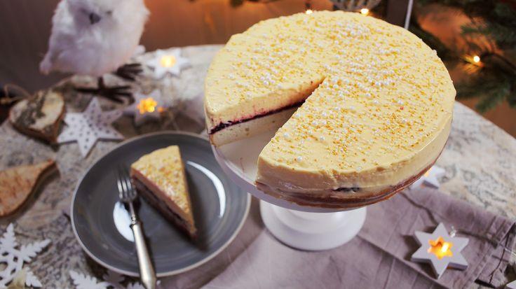 Idén sem hagyjuk ki az év végi ünnepi torta elkészítését, ami ezúttal elég menőre sikeredett, ugyanis a krémbe és a tésztába is került pezsgő. Meg belénk is a forgatás alatt, de ez már egy másik történet.Pezsgőkrémes torta receptHozzávalók:300 g liszt1 csomag…