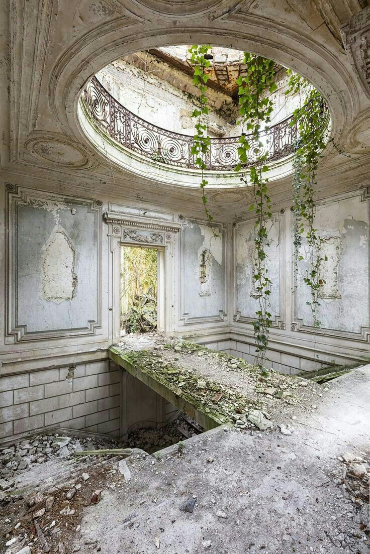 Must Have Been Very Beautiful At One Time Beautiful Overgrowngardenaesthetic Abandoned Places Architecture Old Beautiful Buildings