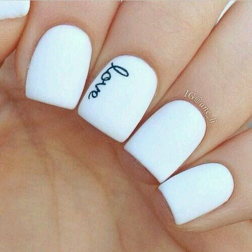 White base with simple love design on middle finger. Its so understated that its a kver statement its beautiful. OETE ❤