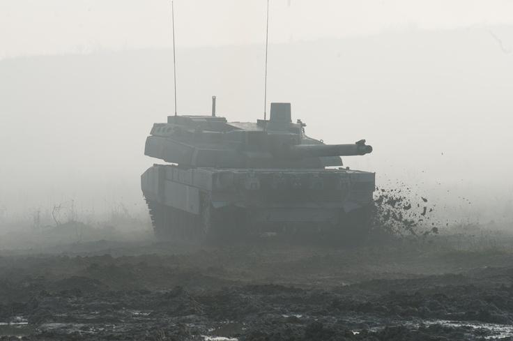 Char LECLERC en manoeuvre au camp militaire de Mourmelon (51). © S. POETTE