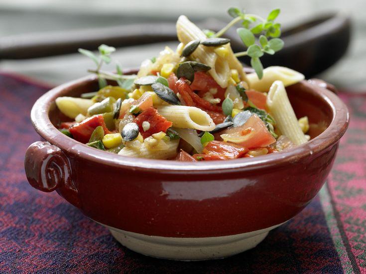 Mexikanischer Nudelsalat - mit scharfen Jalapeños - smarter - Kalorien: 645 Kcal - Zeit: 35 Min. | eatsmarter.de Die mexikanische Variante des Nudelsalats.