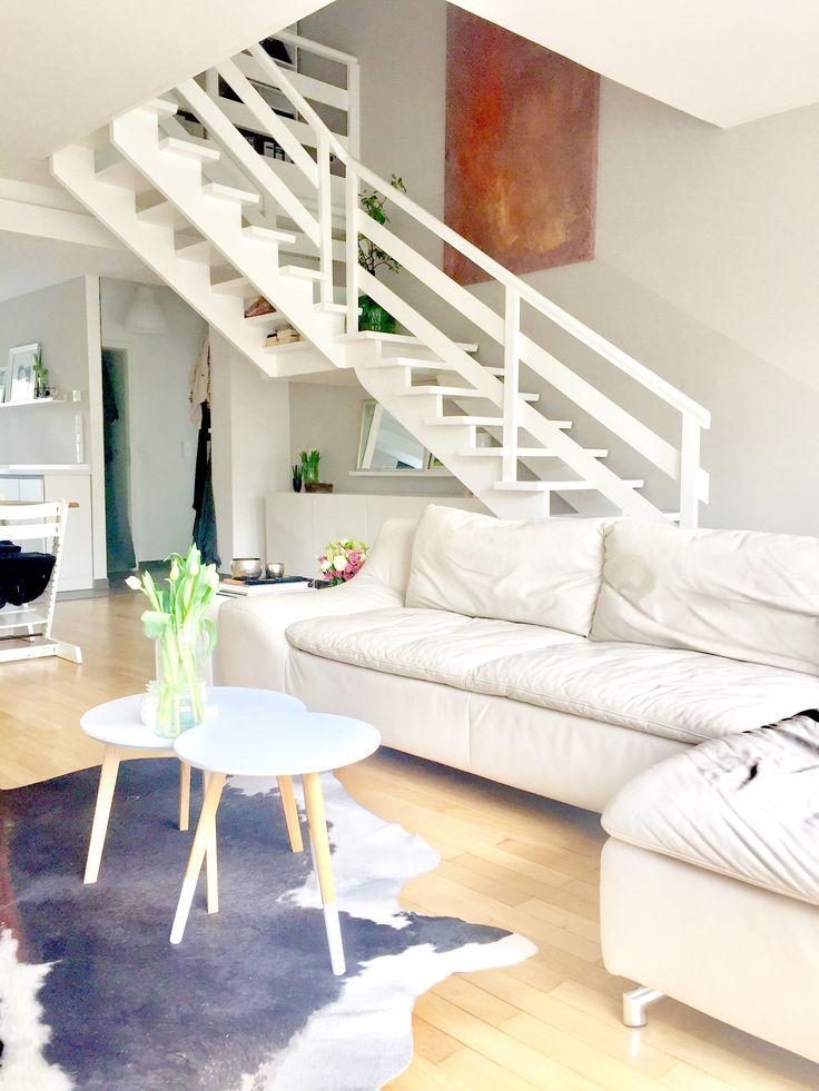 Holztreppe weiß gestrichen