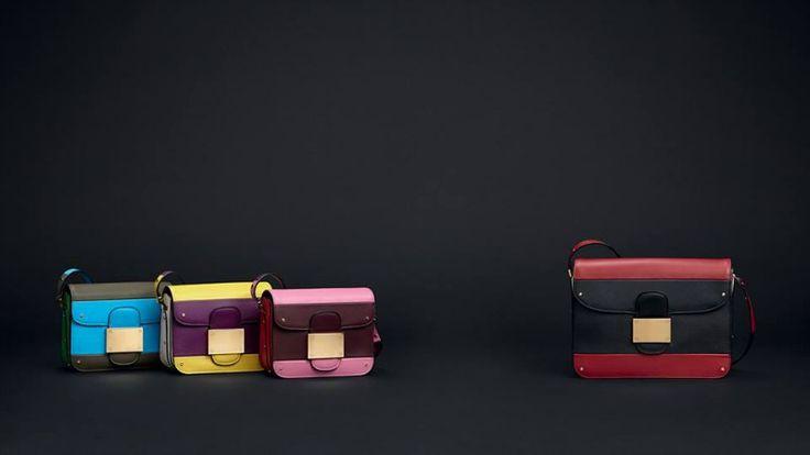Ispirazioni anni '70 e abbinamenti cromatici a contrasto caratterizzano la nuova collezione di borse Valentino per la stagione primavera 2015. http://www.stilemagazine.it/borse-valentino-primavera-2015/