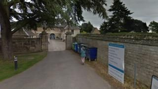 Image copyright Google Image caption The hospice is based in the Grade I-listed Thorpe Hall in Longthorpe, PeterboroughA charity has written an open letter to a thief who stole a donation box from one of its hospices on Christmas Day. It was taken from the Sue Ryder Thorpe Hall Hospice in Peterborough.