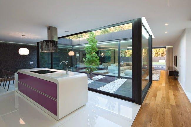 Patios interiores de casas modernas buscar con google for Interior de casas modernas