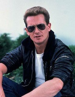 Graham Bonnet was one half of one hit wonder duo The Marbles in the late 60's. Flash forward a few years and he had a couple of solo hits under his 1970's belt, most notably a stellar rendition of Bob Dylan's 'It's All Over Now Baby Blue'. Huge vocal range, deep and raw to near falsetto. Mind-blowingly awesome voice.