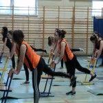 Co pomoże zadbać o zdrowy kręgosłup? Czy potrzebne są specjalistyczne przyrządy? Nie! Wystarczą szkolne krzesełka! Na blogu liceum w Brzesku przeczytacie o zastosowaniu tego codziennego przedmiotu do ćwiczeń podczas Wf dla dziewczyn. http://blogiceo.nq.pl/sportzdrowieirekreacja/2014/12/12/zdrowy-kregoslup/