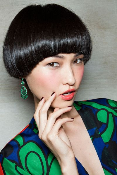 amazing haircut backstage at issa fall 2012 blunt cut short hair black raven round cut