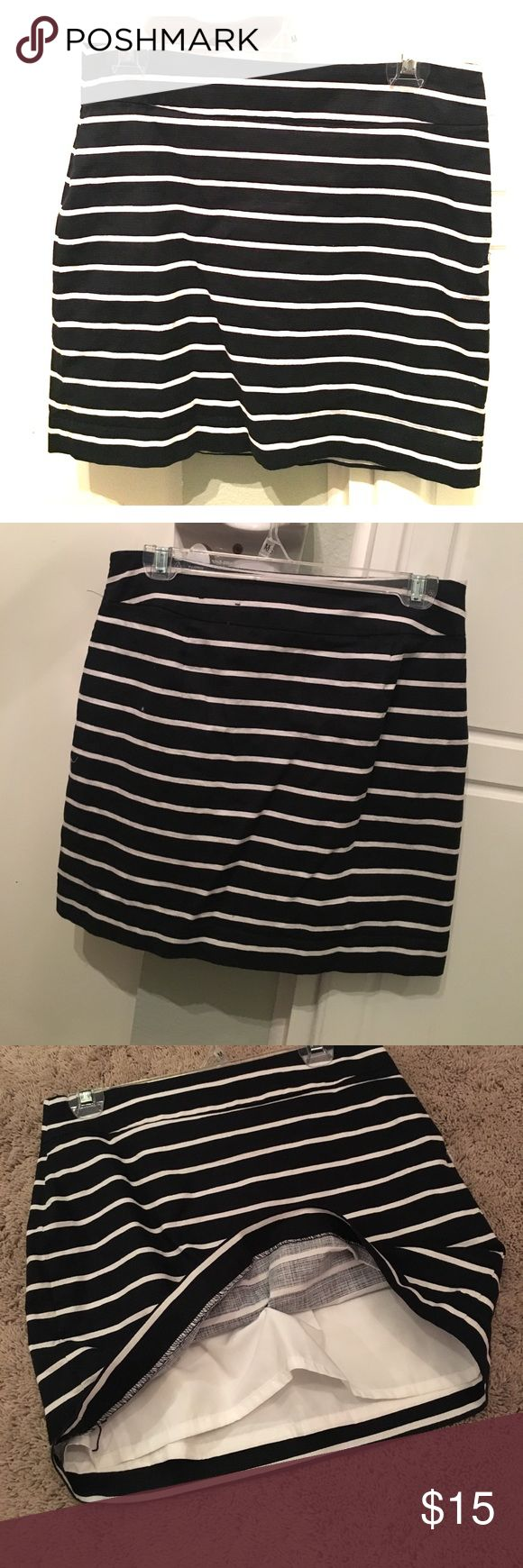 Banana republic navy striped skirt Banana republic navy and white striped skirt. Has inner lining. Banana Republic Skirts Mini