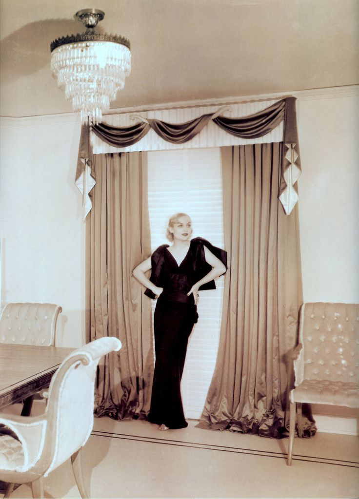 The US had its own version of the Regency which of course originated in LA. It was called Hollywood Regency . If you have ever looked at an old movie which I love to do, you will see it at its best. The silent picture actor turned decorator Billy Haines designed this home for Carole Lombard.