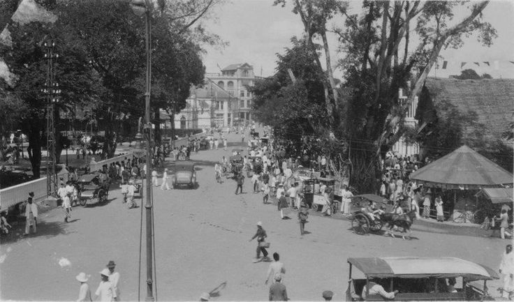 1920-1940 Street with much traffic, Medan