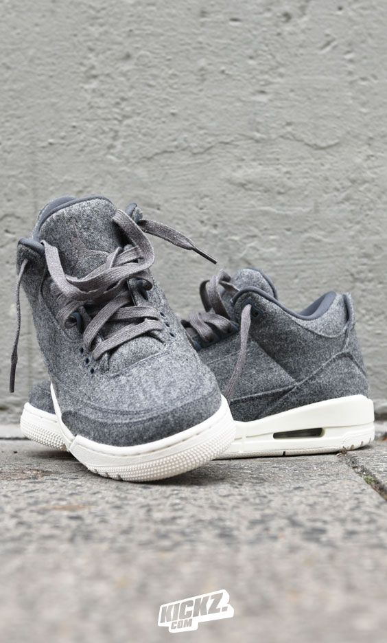 The ultimate winter-edition of the Jordan 3 Retro is coming! A wool makeover is going to fight the colder months ahead while staying fresh when walking on the streets.