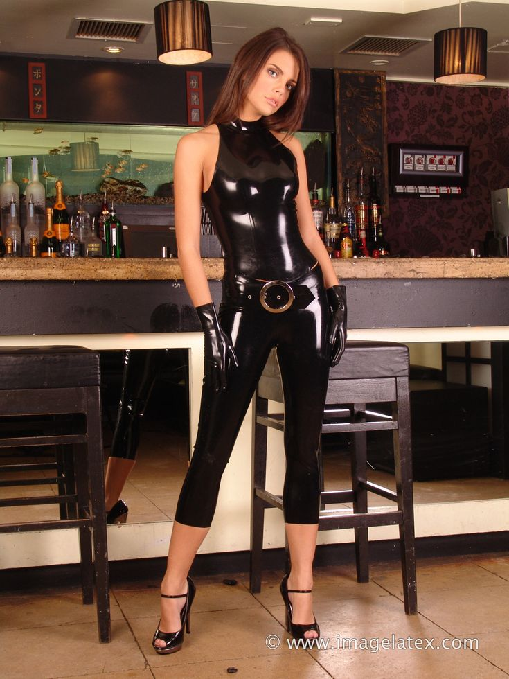 ImageLatex.com: Lara wears a pair of black latex leggings ...