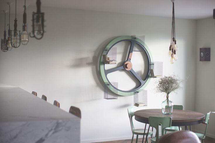 archventil_interior_design_flat_krms-21 interior design - residential - flat - living - dining - round table - metal vintage chairs - giralibri - wheel books - edison retro lamps - mint green - black metal - wood