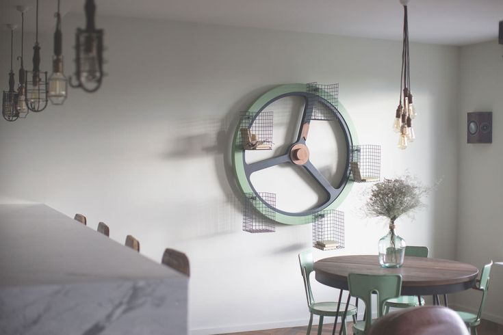 archventil_interior_design_flat_krms-21 interior design - residential - flat - living - dining - round table - metal vintage chairs - giralibri - wheel books - edison retro lamps - mint green - black metal - wood