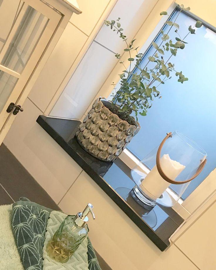 """26 gilla-markeringar, 1 kommentarer - Therese Söderling (@soderlinginreder) på Instagram: """"Grönt är skönt, även i ett badrum!💚#hmhome #grönt #green #bathroom #badrum #inredning…"""""""