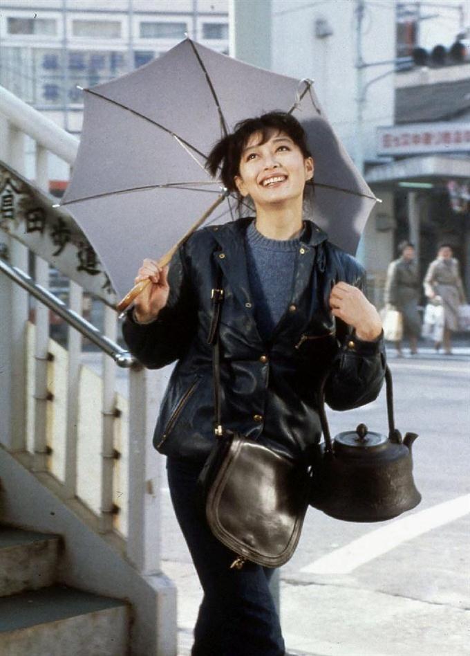 映画「時代屋の女房」より。夏目雅子さん(松竹提供)