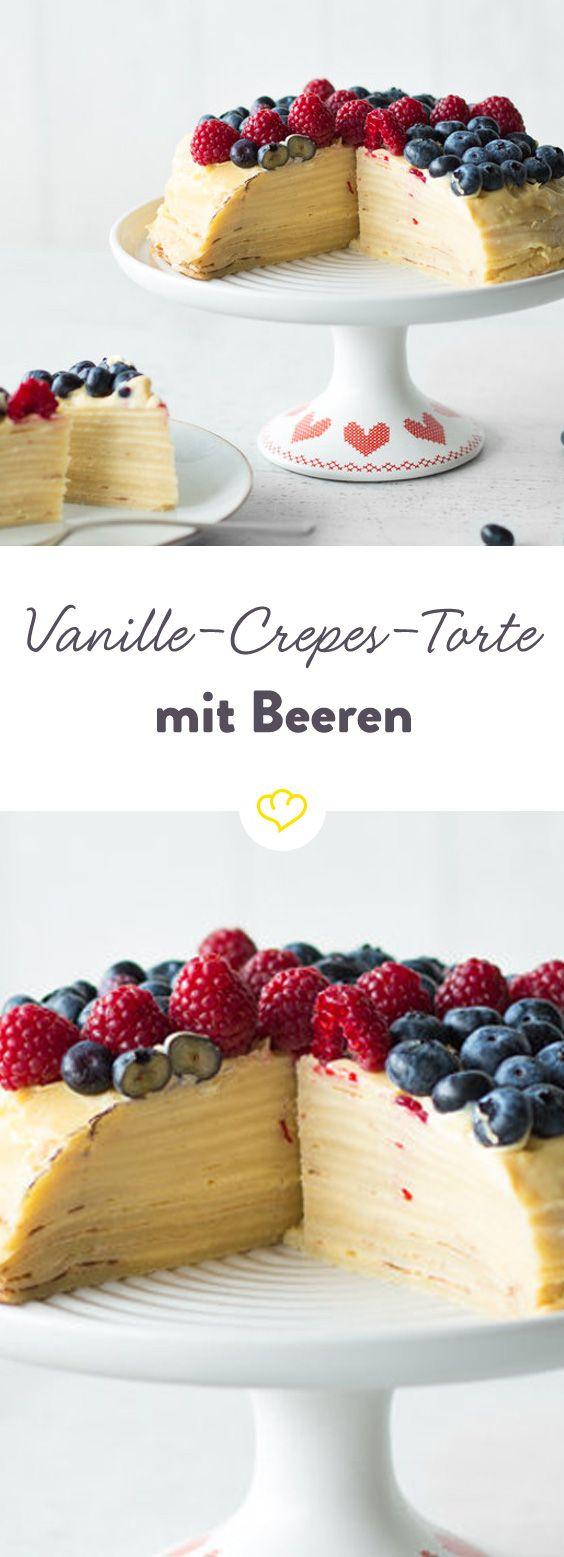 Abgrundet mit feiner Vanillecreme und dazu noch frische Beeren – die Crêpes-Torte ist ein Pfannkuchentraum für deinen nächsten Kaffeeklatsch.