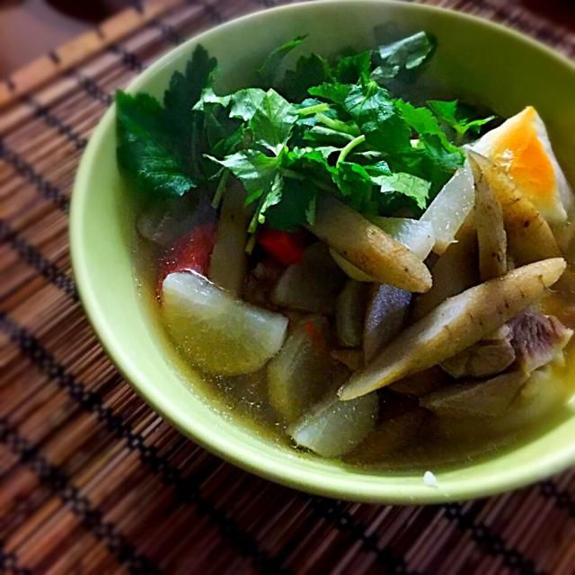 私は関西風で育ちましたが相方が関東風で育ったので、ウチのお雑煮はおすまし風なのです(味噌バージョンは実家で食べる) - 64件のもぐもぐ - お雑煮 by うずまきԅ( ˘ω˘ ԅ)