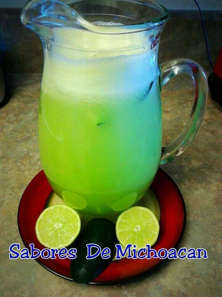 AGUA FRESCA DE PEPINO Y LIMON #SaboresdeMichoacan  Ingredientes 1 pepino 5 limones 1 taza de azucar o al gusto hielo al gusto agua la necesaria Preparacion:  agrega el agua  a la jarra y disuelve ahi ek azúcar, vacia sin colar a una jarra, agrega el jugo de los limones y termina de llenar la jarra  (2 litros), agrega hielo y disfruta Agregar  ruedas de limón  y pepino
